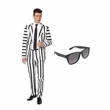 Verkleed zwart wit gestreept print net heren kostuum maat xl gratis zonnebril carnaval